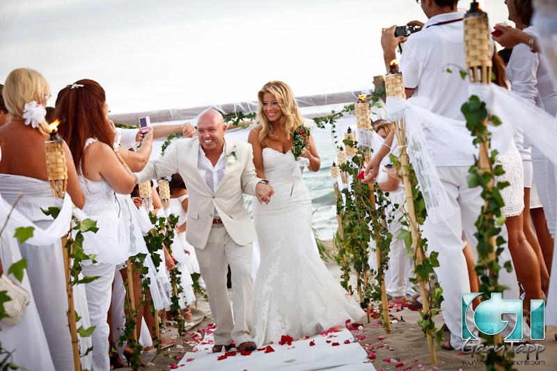 Esther Victors Beach Wedding At Aqui Te Quiero Ver Wedding