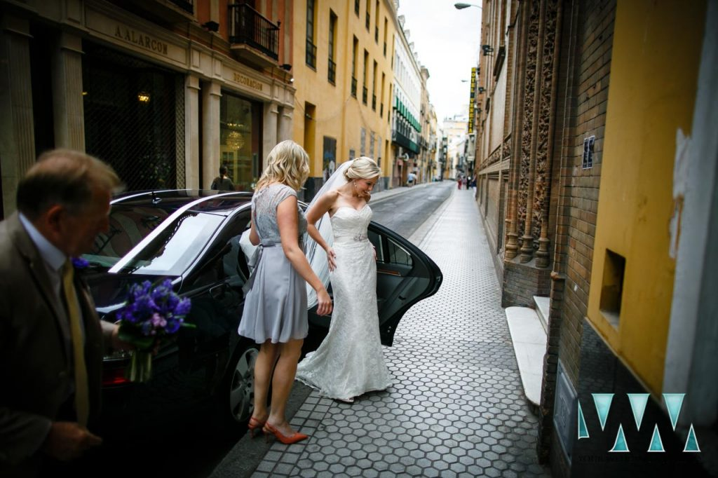 wedding in seville with bride in the street