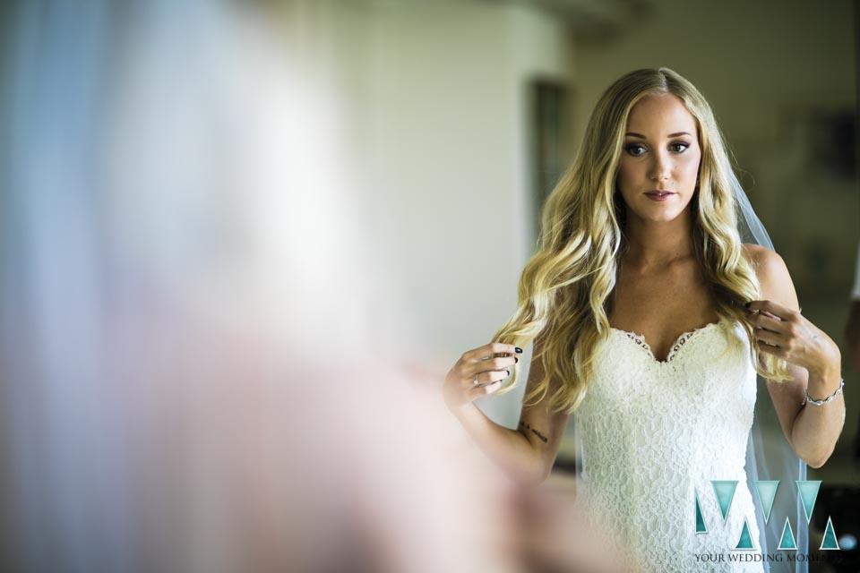 Villa Cisne wedding final touches to the bride hair